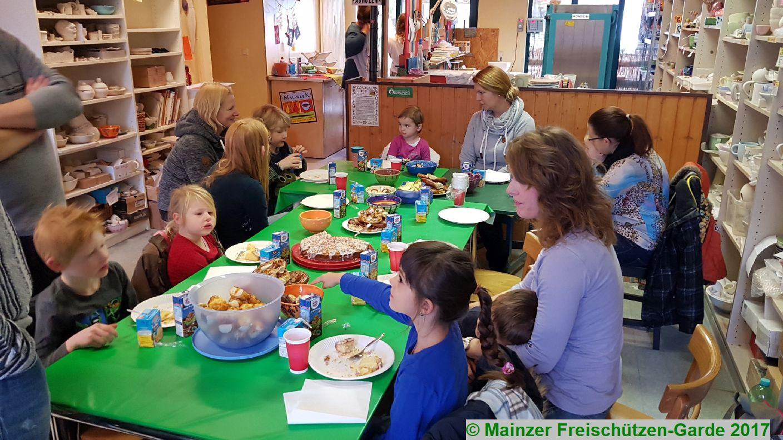 Weihnachtsbasteln Im Kindergarten.Weihnachtsbasteln Der Kinder Im Malwerk Am 19 11 2017 Mainzer